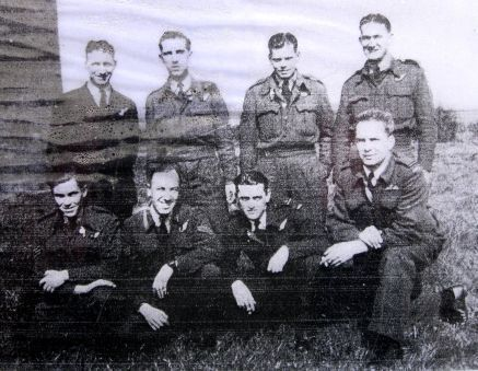 Normal 467 squadron lancaster i me851 po b crew w640h480