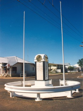 Normal cloncurry cenotaph 1 2009