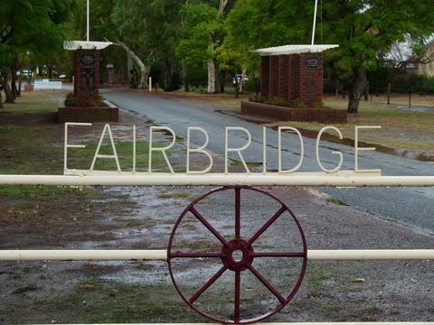 Normal gordon stuart   fairbridge wa colonnade 1 april 2011