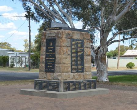 Normal gulargambone war memorial 006