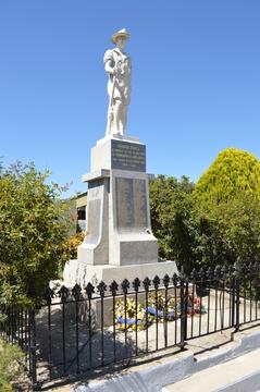 Normal emmaville war memorial 002