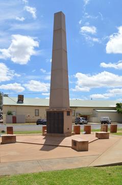 Normal nyngan war memorial 001