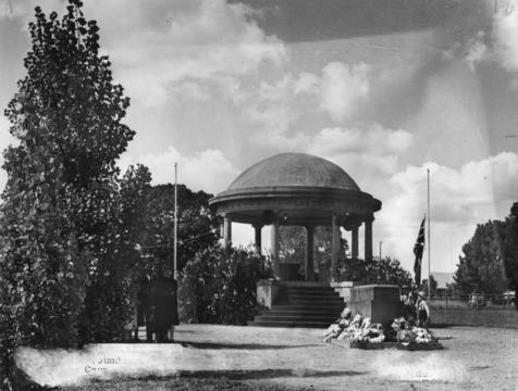 Normal statelibqld 1 207437 kingaroy war memorial  1950
