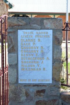 Normal murchison primary school war memorial gates 003