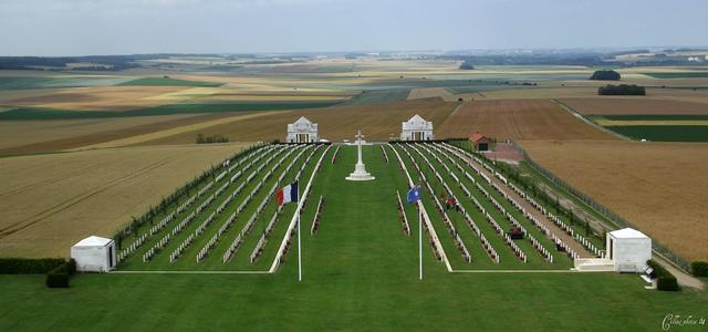 Normal villers bretonneux cemetery