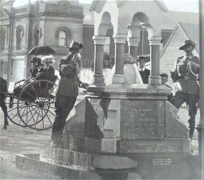 Normal australian boer war soldiers at the memorial fountain in sale victoria   1910 47325876071 o