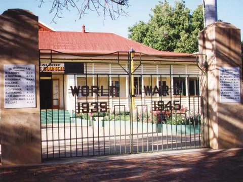 Normal barcaldine ww2 memorial gates 1