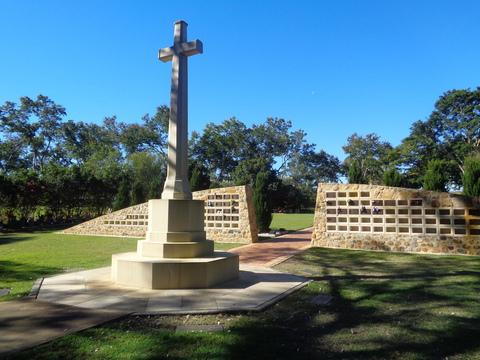 Normal pinaroo gardens war memorial albany creek qld 34844037034 o