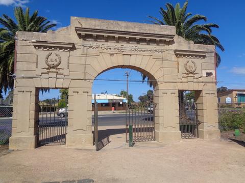 Normal war memorial white hills  bendigo victoria 33912309541 o