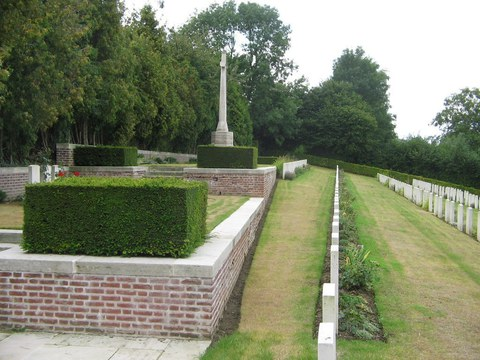 Normal aveluy communal cemetery extension