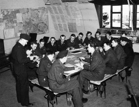 Normal big463 squadron air bombers briefing waddington zoom.jpg 1  1