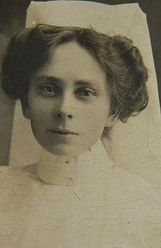 Profile pic anne donnell   portrait 1915