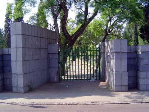 Normal 2016 7 19   church st cemetery pretoria sth africa   entrance to cemetery   locked tight