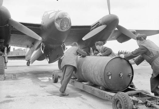 Normal loading cookie on mosquito wwii iwm ch 12621