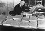 Thumb bean cpt war correspondent charles edwin wodrow   1935 sydney nsw    a05389